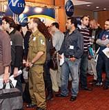 מיתון 2008: כ-1,500 מובטלים התחרו על מאות משרות ICT ביריד תעסוקה בתקווה לחזור לעבוד