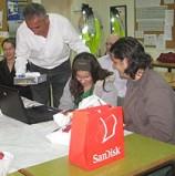 סנדיסק העניקה לילדה עיוורת מחשב עם מסך ברייל