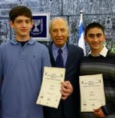 הזוכה בתחרות המדענים הצעירים של אינטל: פרויקט לטיהור מים