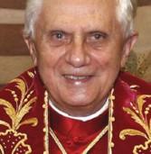 האפיפיור החל לפנות לצעירים בפייסבוק וב-iPhone
