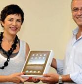 """מנמ""""ר זכה ב-iPad מתנת אנשים ומחשבים – ותרם אותו לקהילה"""