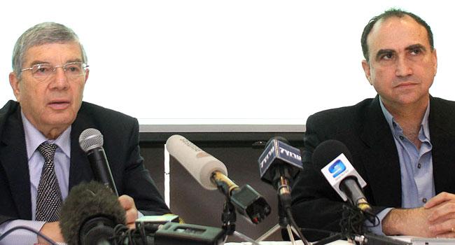 """מימין: יוסי מטיאס - מנהל המו""""פ של גוגל בישראל ואבנר שלו - יו""""ר יד ושם. צילום: ניב קנטור"""