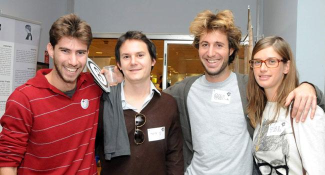 הדור הצעיר של הוויקיפדים. משמאל: רן בראונר, בנו של משה בראונר, מנהל תחום שרתים קריטיים HP ישראל