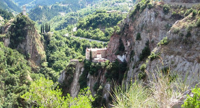 בדרך למנזר פרוסוס
