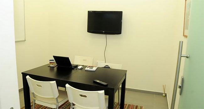 חדר אופייני במשרדים החדשים, אופייני באווירתו הביתית. עבודה טובה