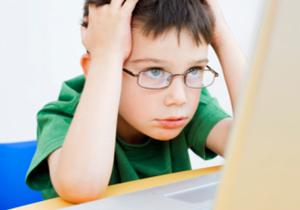 הורים, רצוי להשגיח על ההתנהגות של ילדיכם ברשת. צילום אילוסטרציה: אימג'בנק