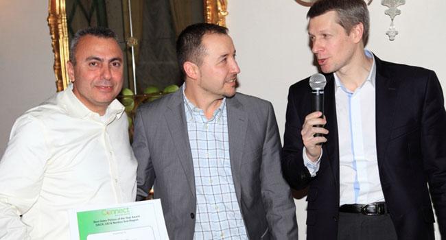 """מימין: לאוניד מוחמדוב, נשיא אזור EMEA ב-APC מקבוצת שניידר אלקטריק; מיכאל ארס, סמנכ""""ל APC באזור DACH; ויוסי דיין, סמנכ""""ל טכנולוגיות ב-APC ישראל"""