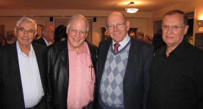 """נפרדים בחיוך. מימין: פרופסור אריה סקופ, יו""""ר עמותת מחשב לכל ילד; צבי אלדרוטי; חנן אכסף; ויוסי רוזן"""