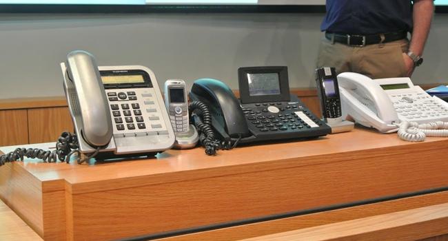 טלפונים ומרכזיות נייחות. ישרדו את כל הדרך לירח?