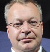 """צפו: מנכ""""ל נוקיה משליך iPhone על הרצפה במהלך ראיון בפינלנד"""