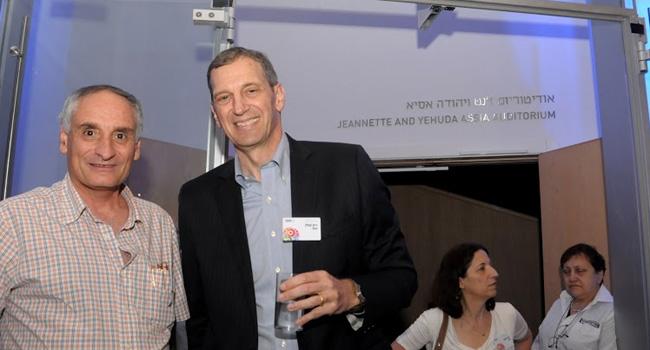 """ריק קפלן (מימין) - מנכ""""ל יבמ ישראל, לצד רמי סרטניף - מנמ""""ר התעשייה האווירית"""