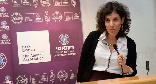 ענבל קרייס בהרצאתה במפגש קפה@רקנאטי של ארגון בוגרי רקנאטי - הפקולטה לניהול באוניברסיטת תל אביב
