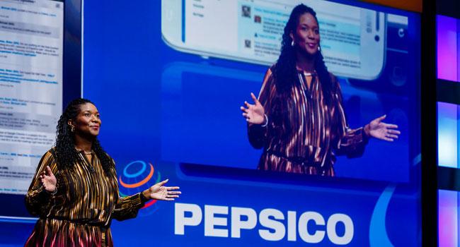 פרן ג'ונסון, דירקטורית בכירה בפפסי, על הבמה ב-IBM Connect 2014