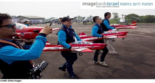 אחרי שראו מה קרה למטוס המלזי, באינדונזיה מתחילים בקטן. צילום: מייקל אקו הרדיאנטו, באדיבות Getty Images