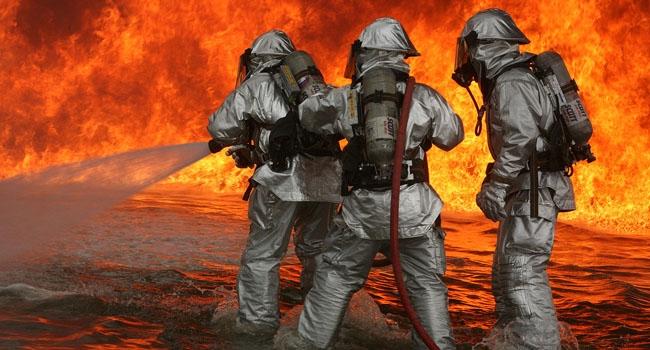 במקום ה-11: נחתים אמריקניים נלחמים בלהבות בתרגיל אש מדומה. צילום: המרינס של צבא ארצות הברית