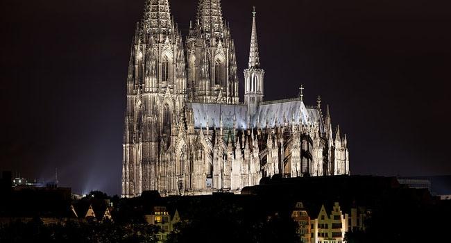 במקום השמיני: צילום של קתדרלת קלן בגרמניה בלילה. צילום: תומאס וולף