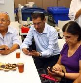 פלאפון מדריכה אזרחים ותיקים על סמארטפונים וטאבלטים