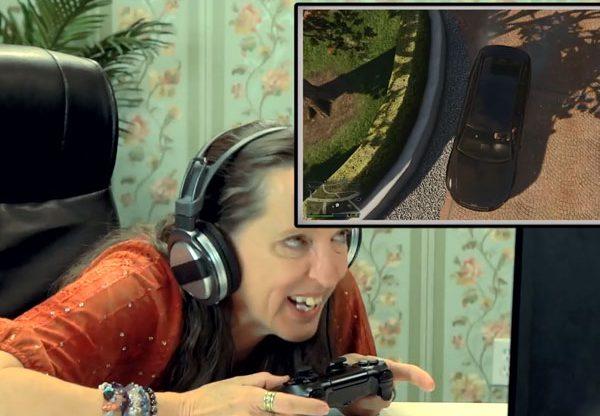למה היא צוחקת? צילום: מתוך הסרטון