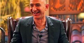 הפסיד 13.5 מילירד דולר בין לילה. ג'ף בזוס, מייסד אמזון. צילום: סטיב ג'ורבטסון, מתוך ויקיפדיה