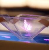 איך להפוך את הסמארטפון למקרן הולוגרמה?