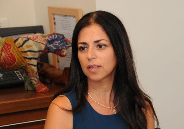 אטי דה לאון, מנהלת התפעול ומשאבי האנוש של Qlogic בישראל