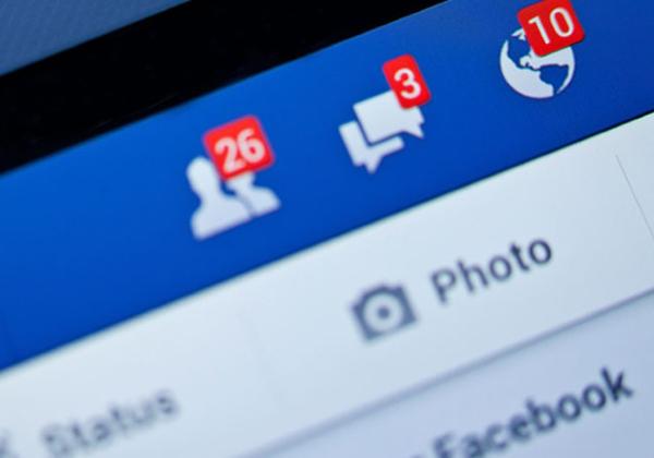 קופץ בהפתעה. פייסבוק