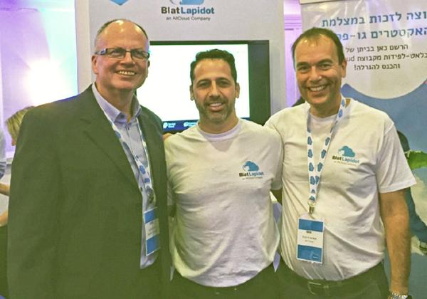 """מימין לשמאל: יוסי פרנקל, נשיא אולקלאוד; אמיר חונגה, מנכ""""ל בלאט לפידות; נתן גביש, סמנכ""""ל פיתוח עסקי ב-Salesforce"""