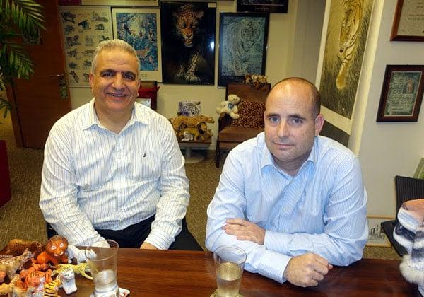 """מימין: יורם סדן, מנמ""""ר נטפים, ושמעון חקון, דירקטור תשתיות בחברה. צילום: פלי הנמר"""