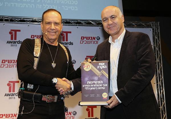"""מימין: יורם כהן, ראש השב""""כ, ופלי הנמר, יזם ומנהיג אנשים ומחשבים. צילום: קובי קנטור"""