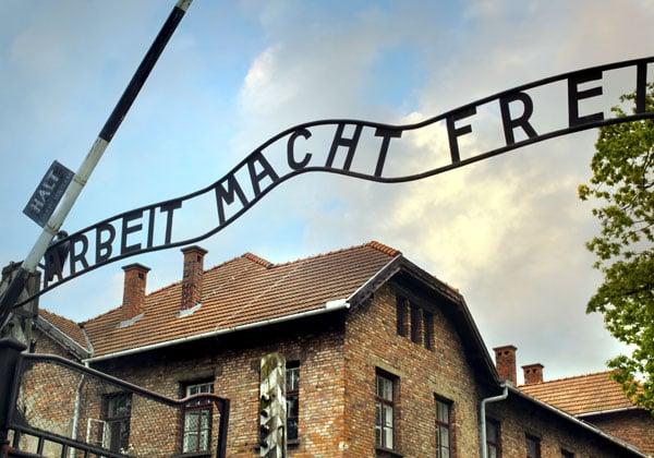 הדיגיטל - העזרה הטובה ביותר להנצחת השואה. צילום: BigStock