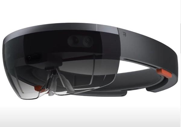 """ה-HoloLens, קסדת המציאות הרבודה של מיקרוסופט, בגרסתה הראשונה. צילום: יח""""צ"""