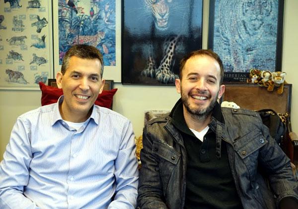 """באו לבקר במאורת הנמר: מימין - שחר דניאל, מנכ""""ל Safe-T, ויוסי כרמון, סמנכ""""ל המכירות והפיתוח העסקי בישראל ובאפריקה"""