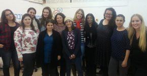 """משתתפות הקורס ביום הפתיחה עם נשות צוות עמותת מחשבה טובה. צילום : יח""""צ"""