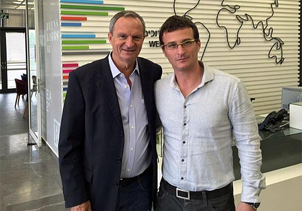 """מימין: דוד גל, מנכ""""ל אלי לילי ישראל, וזאב ביילסקי, ראש עיריית רעננה"""