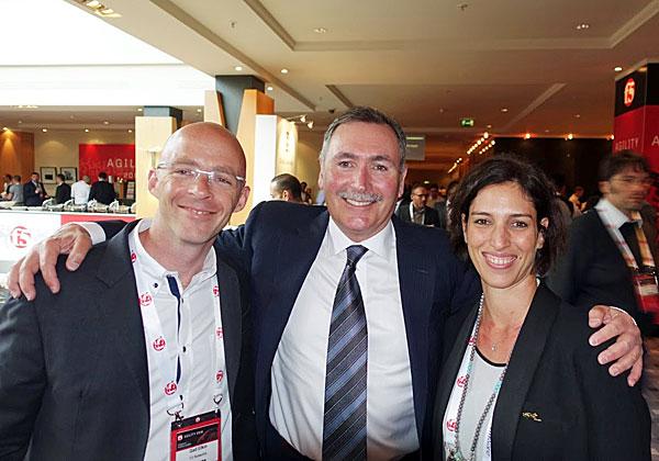 """מימין: רוני פוגל, מנהלת ההפצה של F5 לאזור EMEA; ג'ון מק'אדם, מנכ""""ל ויו""""ר F5; וגד אלקין, מנהל אבטחת המידע של F5 לאזור EMEA. צילום: פלי הנמר"""