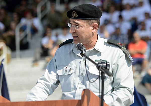 """קצין קשר ותקשוב ראשי, תא""""ל נתי כהן, מברך את הקצינים החדשים בחיל - כולל את בתו"""