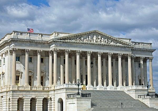 מכתבי שאלתא לענקיות גוגל ואפל מטעם ועדת האנרגיה והמסחר של הסנאט האמריקני. צילום: BigStock