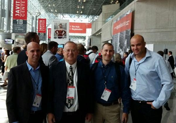"""משלחת GIV Solutions בניו יורק. מימין לשמאל: ירון רפופורט, סמנכ""""ל טכנולוגיות; צחי הדר, מנהל הפיתוח; מאיר גבעון, מנכ""""ל; יוסי עפרוני, סמנכ""""ל שיווק ומכירות"""