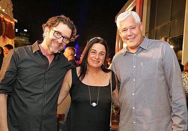 """מימין: דורון ספיר, מנכ""""ל כאל; רונה רמון, מייסדת קרן רמון; ויואש טרוקמן, היו""""ר והבעלים של קבוצת אלעד"""