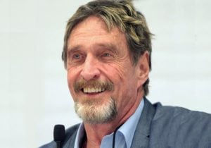 ג'ון מק'אפי. צילום: גייג סקידמור, ויקיפדיה