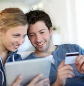 רוב בני הנוער הישראלים קונים ברשת – וההורים משלמים
