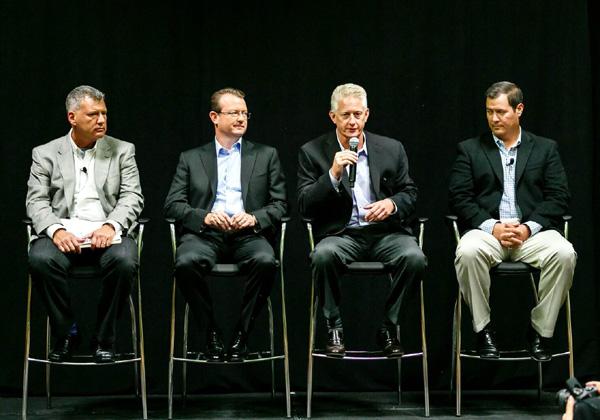 """מכריזים על החידושים במסיבת העיתונאים שערכה יבמ בכנס: מימין - מייקל פררה, סגן נשיא IBM z Systems Software; דאג באלוג, מנכ""""ל IBM Power; אד וולש, מנכ""""ל תשתיות מוגדרות תוכנה ביבמ; וטום רוזמיליה, סגן נשיא בכיר בחטיבת IBM Systems. צילום: יח""""צ"""