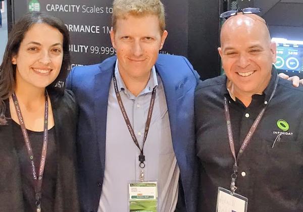 """אורן ישרים, מנהל פעילות ישראל, דן שפרונג, סמנכ""""ל מכירות EMEA וקרין האזה, מנהלת שיווק ואירועים ב-INFINIDAT"""