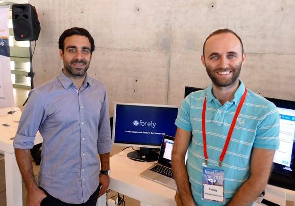 """יזמי הסטארט-אפ Fonety, שמספק מידע תיירותי, שהציגו בכנס. מימין: מיכאל גוקמן, מנהל הטכנולוגיות הראשי, ואור פתאל, המנכ""""ל"""