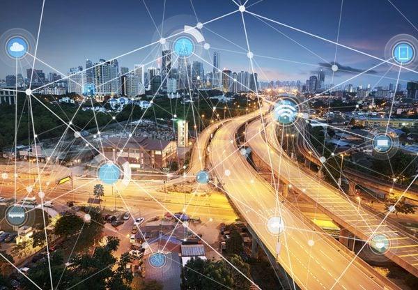 יישומה יאפשר מעקב של רשויות אחרי אזרחים? עיר חכמה. אילוסטרציה: BigStock