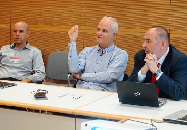 """מימין: פראן קנטוס' מנהל שותפים עסקיים איזורי; רענן ביבר, מנכ""""ל פוג'יטסו ישראל; רועי צור, אמת מחשוב. צילום: פלי הנמר"""