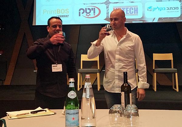 """מימין: מור סולטן, מייסד פורמלי, ומשה (צ'יקו) יבניאל, משנה למנכ""""ל IFN"""