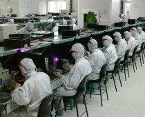 אפקט אפל: פוקסקון מפטרת 50 אלף עובדים