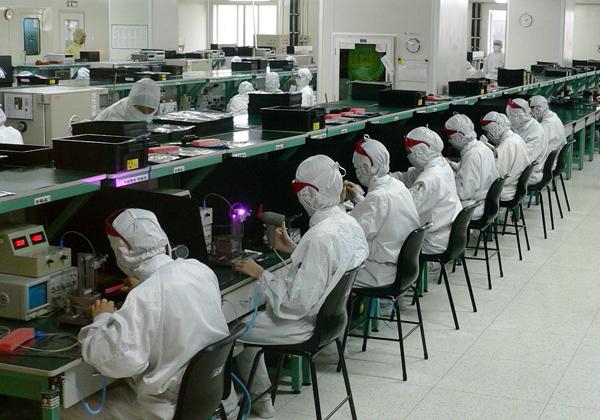 עובדים במפעל פוקסקון בסין. צילום: זולו, מתוך ויקיפדיה