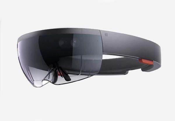"""מתכוננים לדור שני. HoloLens. צילום: יח""""צ"""